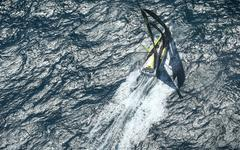 Insolite : quand la Royal Air Force immortalise en photos le bateau d'un skipper du Vendée Globe !
